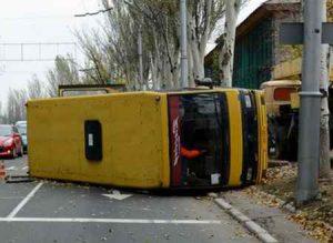 В Макеевке перевернулся автобус с людьми