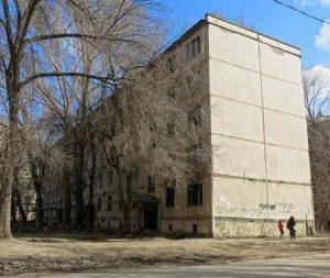 В Макеевке девушка спрыгнула с крыши многоэтажного дома