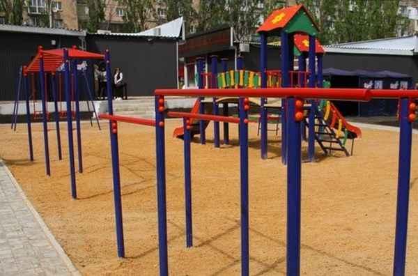В Макеевке ко дню защиты детей открыли две игровых площадки
